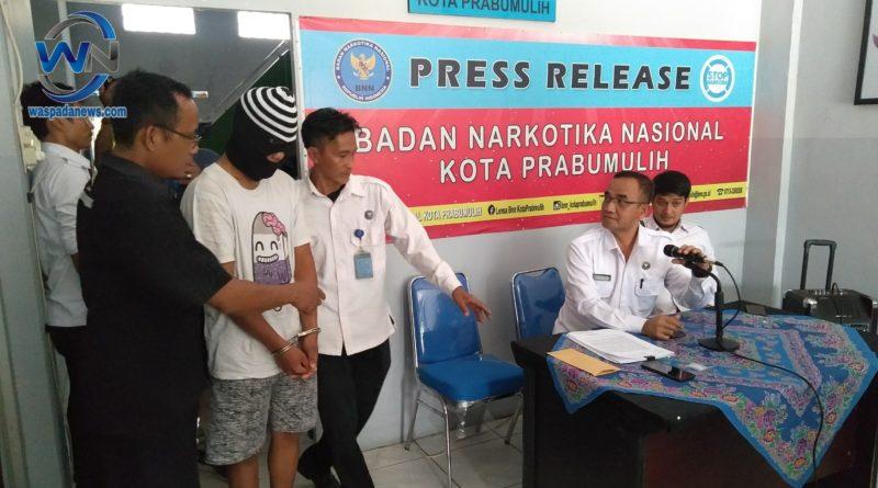 Mengantar Narkoba ke Prabumulih, Leo Diamankan BNN Kota Prabumulih