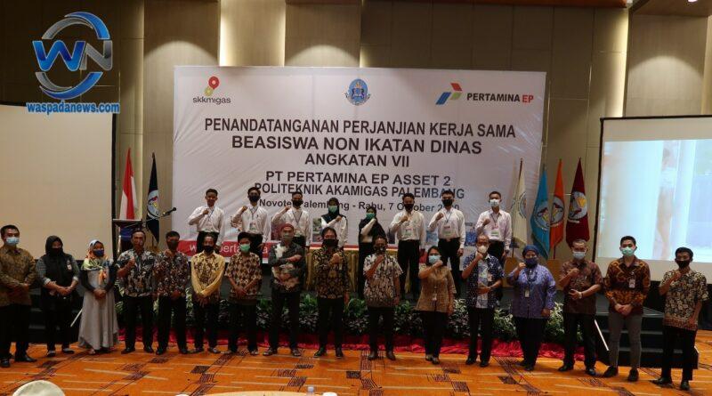 Delapan Putra Daerah Ring 1 Pertamina EP Terima Beasiswa di Politeknik Akamigas Palembang