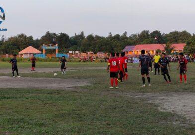 Warga Kecamatan Belida Darat Antusias Nonton Ridho Yahya Main Sepak Bola