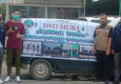 Ramadhan Penuh Berkah, PD IWO Muba – AMIR Muba Bagikan Takjil dan Sembako